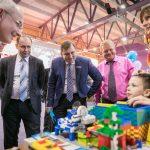 Технический директор АО «КОНАР» Евгений Бодров оценил конкурсные проекты регионального этапа «Робофеста»