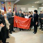 В музей «Станкомаша» передали копию Знамени Победы